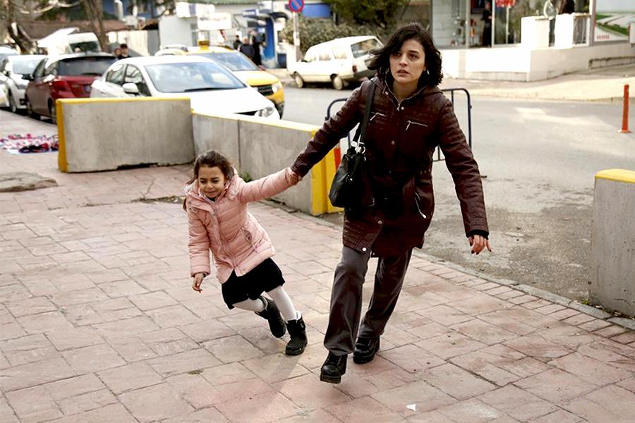 Η Σουλέ παίρνει την Μελέκ από την Ζεϋνέπ!